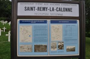 Übersichtstafel des französischen Soldatenfriedhofs Saint-Remy la Calonne